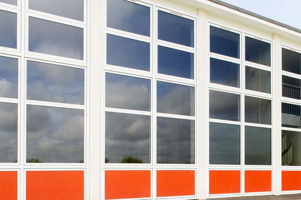 Aluminium curtain walling shaws